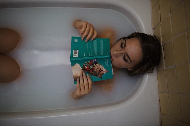 čtení ve vaně